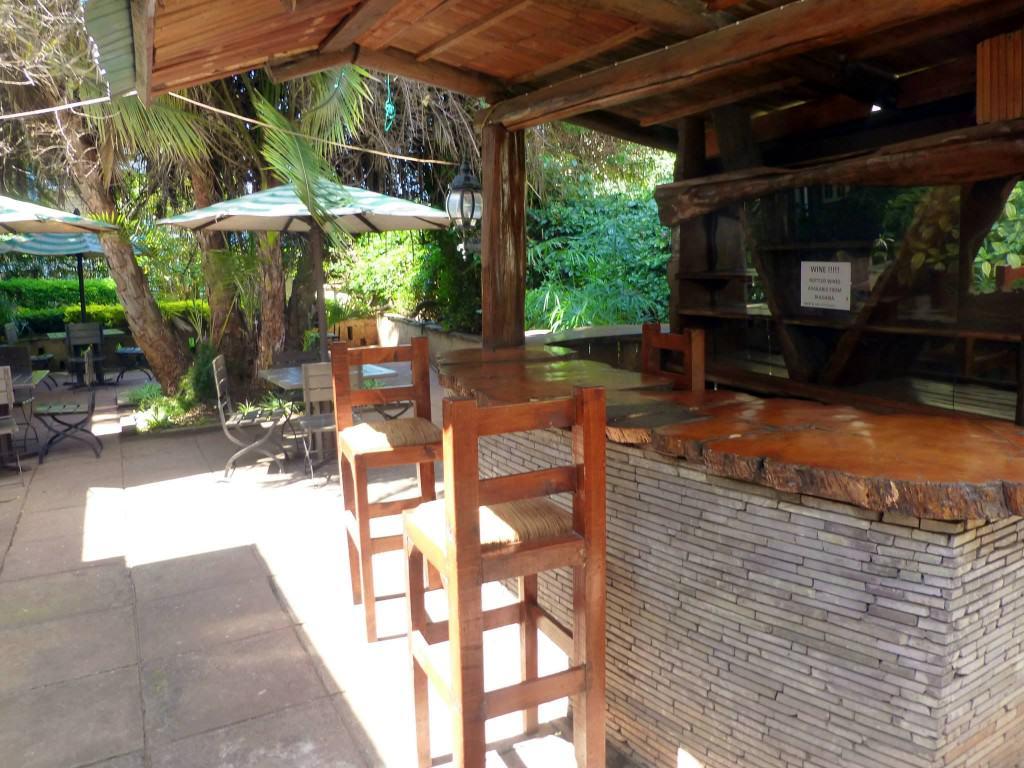 nairobi-outdoor-bar-rustic-hotel-sirona