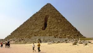 en.wikipedia.org-Giza_Plateau_-_Pyramid_of_Menkaure